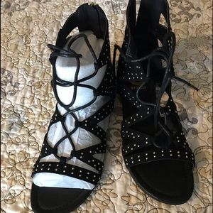 Shoes - Guess sandals